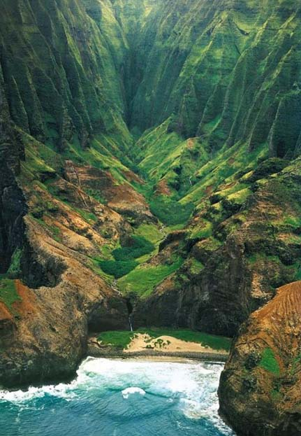 Honopu valley on Napali Coast