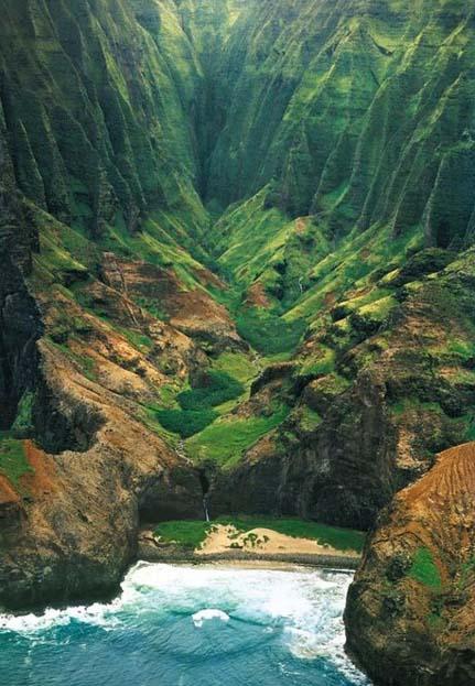 Honopu valley on Napali Coast