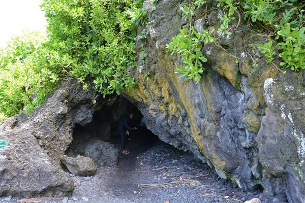 Waianapanapa-cave